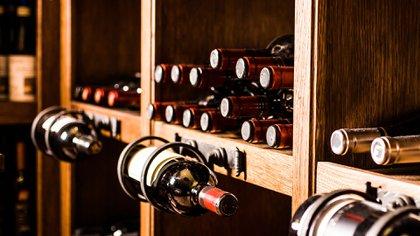 Los ladrones sacaron más de 150 botellas por un agujero en la pared (Shutterstock)