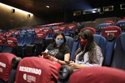 La semana pasada se permitió la apertura de cines en la CDMX. (Foto: Reuters)