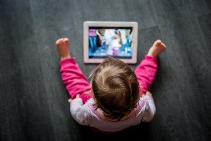 en promedio, el 92,2 % de los niños de 1 año de edad ya han utilizado un dispositivo móvil (Shutterstock)