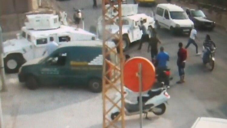 Imágenes de cuando un grupo de terroristas de Hezbollah atacó un convoy de la ONU esta semana.