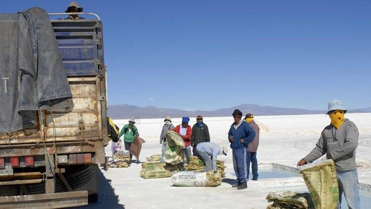 Según datos oficiales de la Secretaría de Minería, se estima que ya hay una inversión de unos USD 2.000 millones en la Argentina en al menos 53 proyectos de capital extranjero
