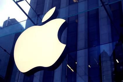 FOTO DE ARCHIVO: El logo de Apple en la entrada de una tienda en Manhattan, Nueva York (Foto: Reuters)