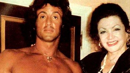 """La rumpología, la """"ciencia"""" que lee los rasgos de los glúteos para definir el destino y que fue impulsada por la madre del actor Sylvester Stallone (@officialjackiestallone)"""