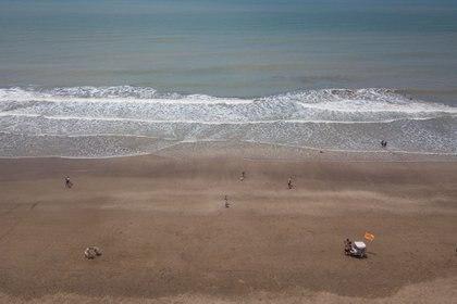 Desde el drone se perciben playa más limpias