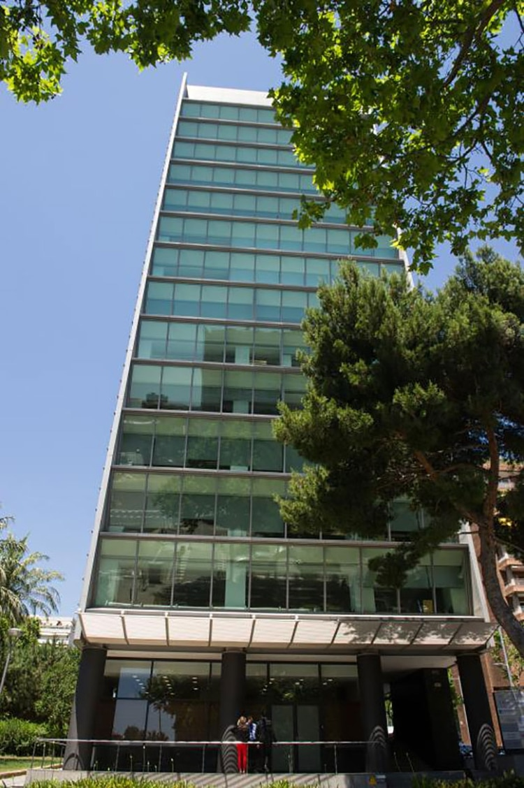 Edificio donde funciona en el 9º piso la Fundación en Barcelona (Gentileza: Diario ABC de España)