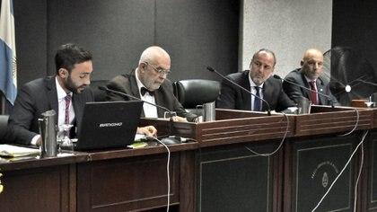 """Los jueces del tribunal marplatense que condenó a la banda """"Bandera Negra"""" (foto Télam)"""