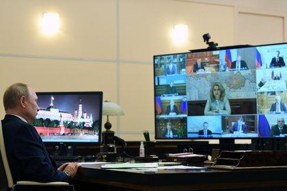 Médicos, especialistas y autoridades rusas advierten que el gobierno de Vladimir Putin intenta ocultar el verdadero impacto del coronavirus en Rusia (Sputnik/Alexei Nikolsky/Kremlin via REUTERS)