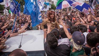 Cristina Kirchner en los tribunales de Comodoro Py, en uno de los actos políticos durante el 2018.