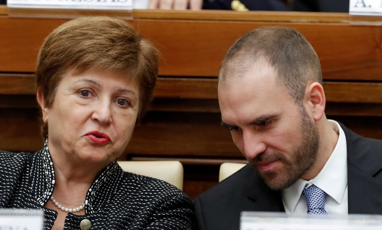 Kristalina Georgieva, directora gerente del FMI, y Martin Guzman, ministro de Economía, durante un encuentro académico en el Vaticano