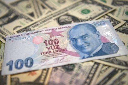 Para algunos expertos, el desplome de la lira se debe en parte a las tensiones con EEUU (AFP)