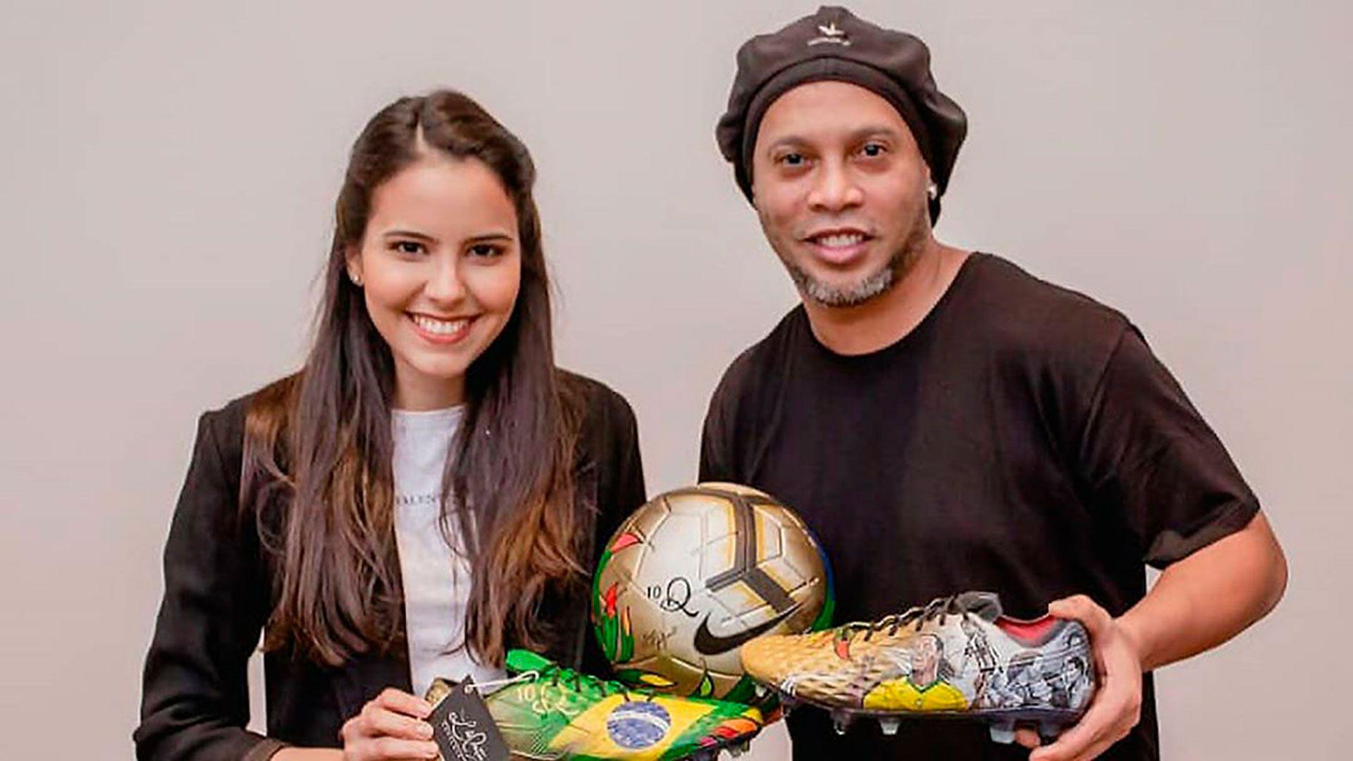 Los botines personalizados que recibio Ronaldinho en Paraguay