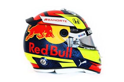 El piloto de Red Bull, Sergio Pérez, mostró el diseño de su nuevo casco (Foto: Twitter@redbullracing)