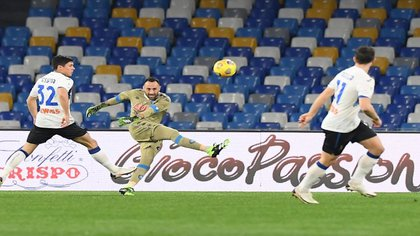 David Ospina fue figura durante los 90 minutos del 0-0 entre Napoli y Atalanta por la semifinal de ida de la Copa de Italia 2020/21 / (Twitter: @en_sscnapoli).