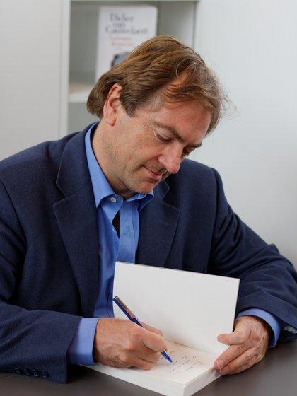 """El escritor Didier van Cauwelaert pagará la multa a la librería """"Autour du livre"""" de Cannes por mantener sus puertas abiertas durante el confinamiento"""