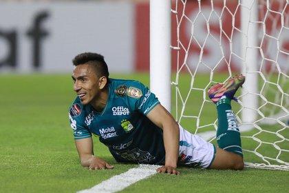 En la pasada edición de la Liga de Campeones de la Concacaf, el equipo dirigido por Ignacio Ambriz se convirtió en una de las decepciones del certamen (Foto: EFE/ Luis Ramírez)