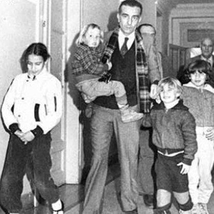 Federico Pippo con los cuatro hijos que tuvo con Oriel Briant