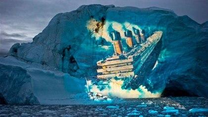 La proyección del hundimiento del Titanic en un iceberg gigante