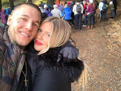 Alexander Caniggia junto a su novia, Macarena Herrera