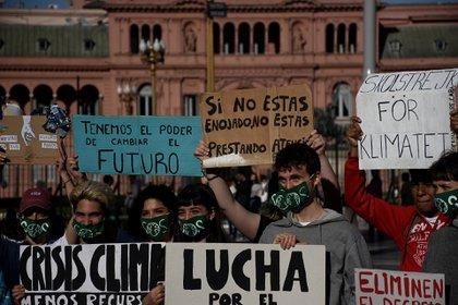 Los jóvenes se reunieron este viernes en Plaza de Mayo (Foto: Nicolás Stulberg)