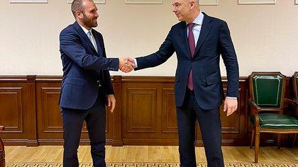 Guzmán se sumó desde Moscú a la celebración oficial por el anuncio de la producción de la vacuna Sputnik V en la Argentina