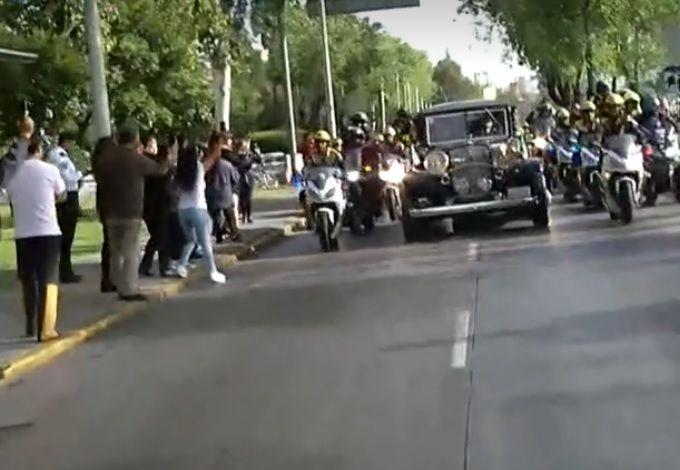 """La gente salió a las calles a despedir al """"Príncipe"""" (Captura Foro TV)"""