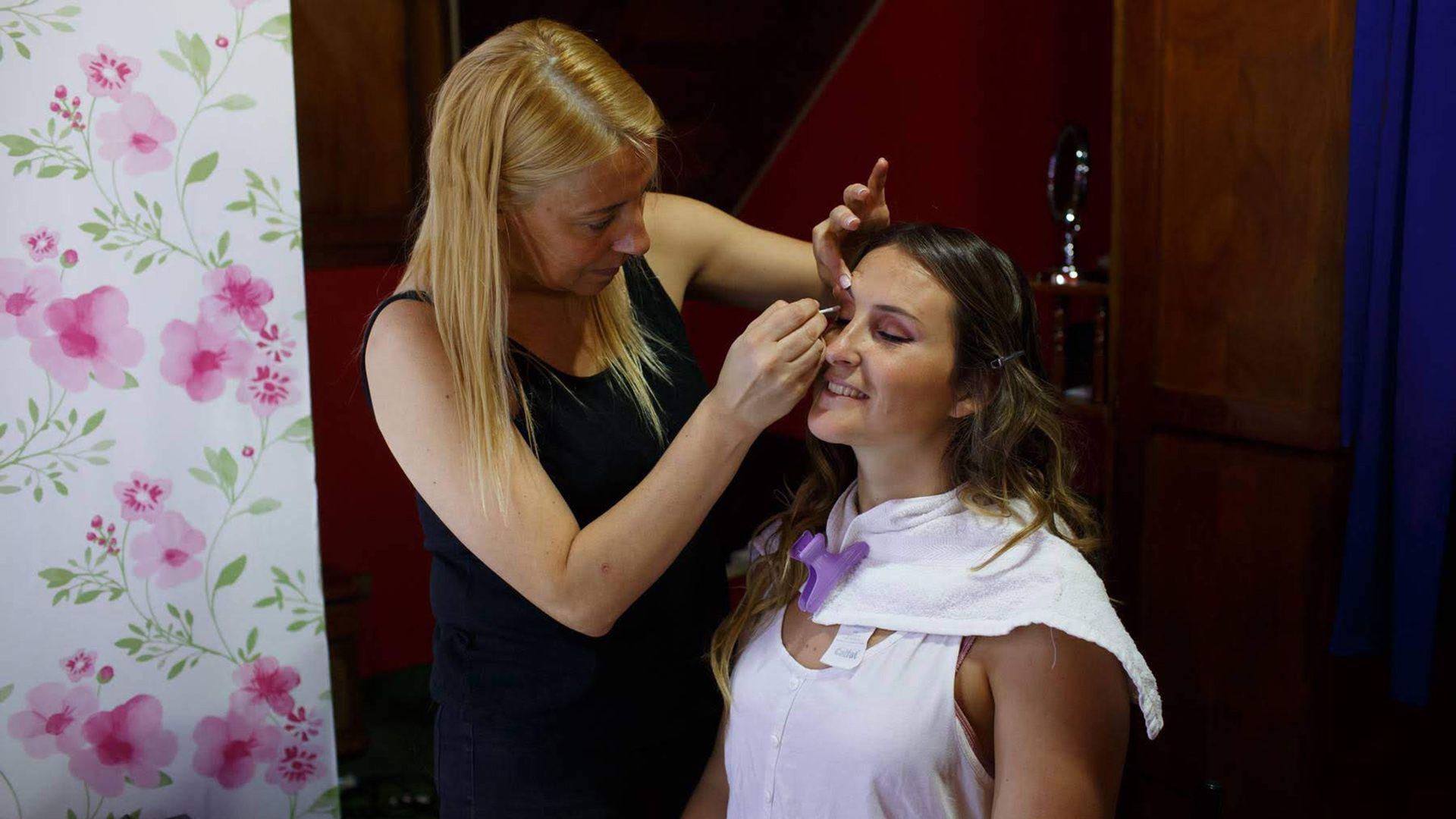 """Fernanda Pirtze es cosmiatra y hace maquillaje para eventos: """"La gente fue cancelando los turnos antes. Nadie quería gastar en servicios que no son prioritarios y tenían miedo al contagio""""."""