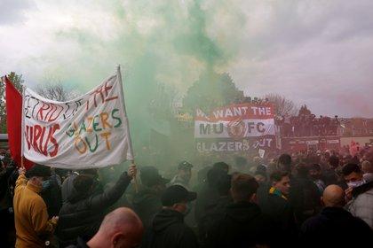 La multitudinaria manifestación de los seguidores del Manchester United (Reuters)
