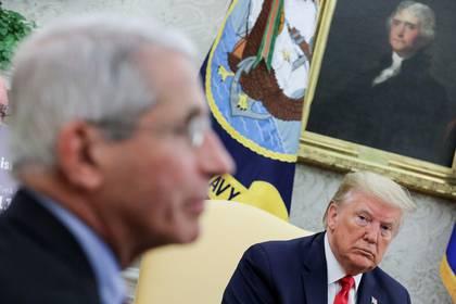 Fauci, uno de los epidemiólogos más respetados del país, ha evitado confrontar directamente con el presidente (Reuters)