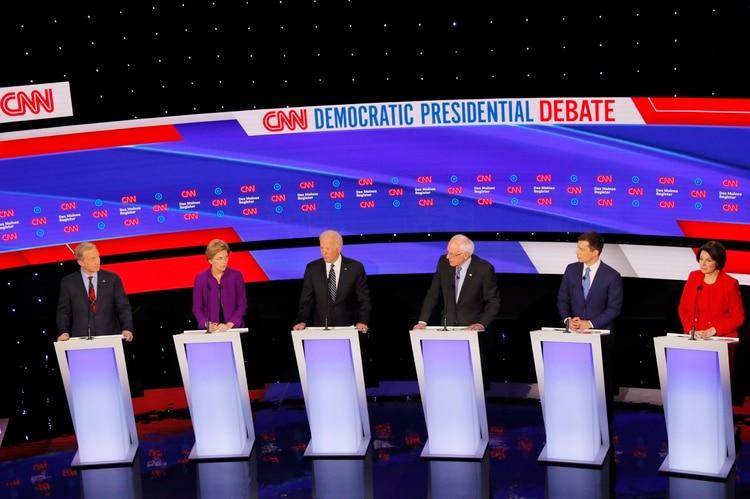 Tom Steyer, Elizabeth Warren, Joe Biden, Senator Bernie Sanders, Pete Buttigieg y Amy Klobuchar. (REUTERS/Shannon Stapleton)