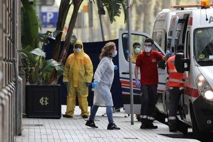 En diferentes ciudades del Mundo, las compañías hoteleras ofrecieron sus habitacions para la instalación de hospitales itinerantes (REUTERS/Nacho Doce)