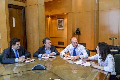 El ministro Martín Guzmán con los funcionarios del FMI, Julie Kozack, y Luis Cubeddu, y el representante local en el organismos, Sergio Chodos, en una reunión el pasado viernes