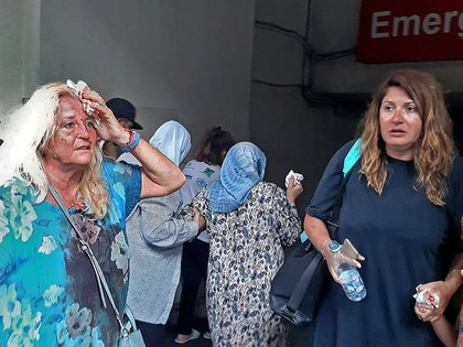 EDITORS NOTE: Graphic content / Valarie Fakhoury, a British grandmother with her Lebanese daughter and granddaughter, stand outside the emergency ward of a hospital in the heart of Lebanon's capital Beirut  on August 4, 2020. - A large explosion rocked the Lebanese capital Beirut on August 4, an AFP correspondent said. The blast, which rattled entire buildings and broke glass, was felt in several parts of the city. (Photo by Janine HAIDAR / AFP)