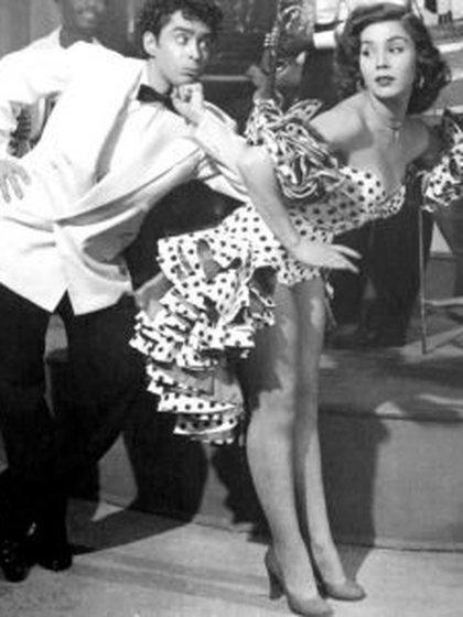 Con Lilia Prado y otras bellezas de la época lució sus característicos pasos de baile (Foto: Imcine)