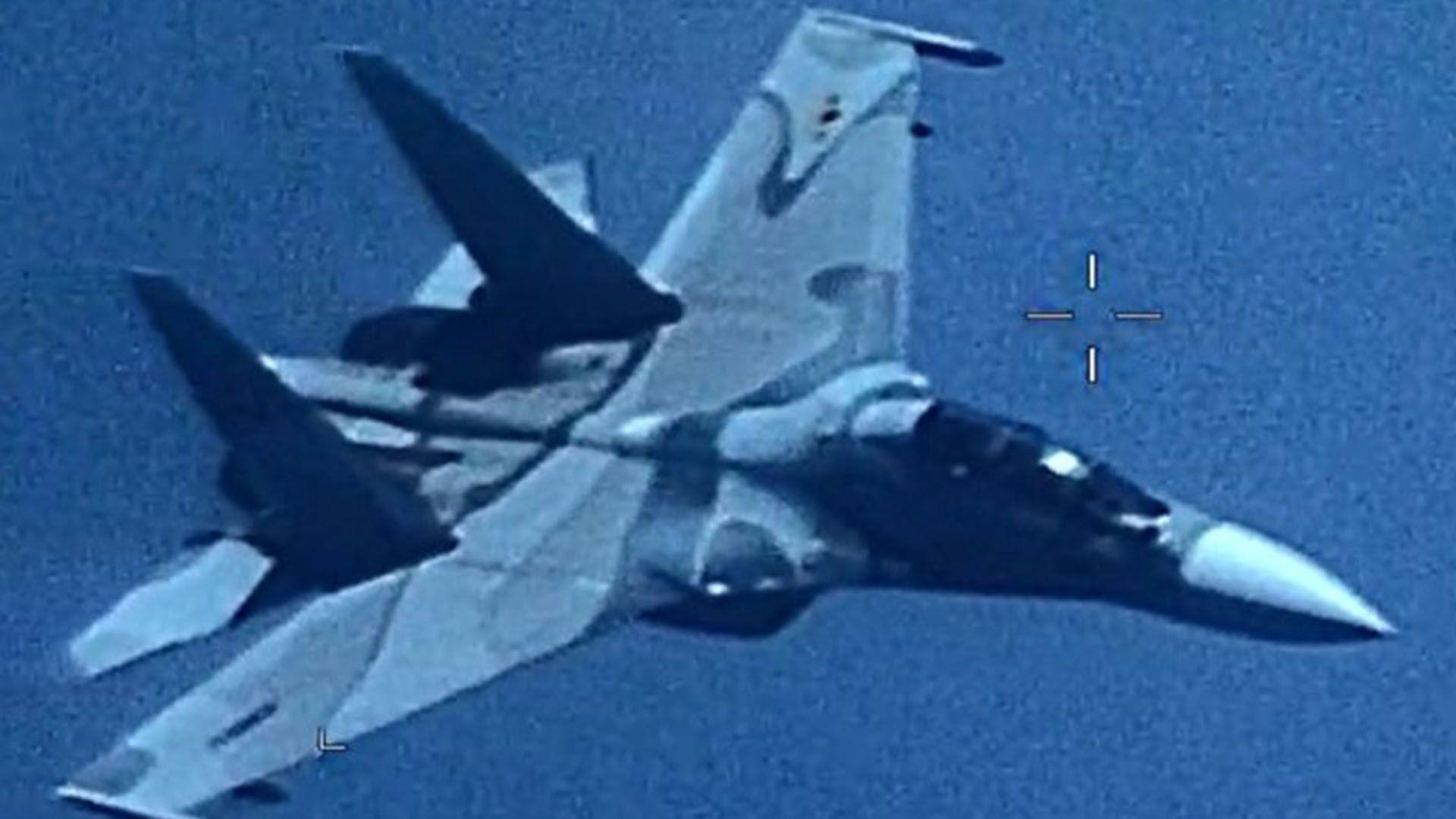 """El caza de fabricación ruso """"siguió agresivamente"""" al avión de reconocimiento (Twitter: @Southcom)"""