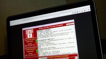 Una captura de pantalla del mensaje que se veía en las computadoras afectadas por WannaCry (AP)