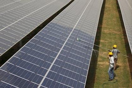 El impulso de energía limpia y desarrollo sustentable será una de las políticas antagónicas en el gobierno de Biden y de AMLO (Foto: Amit Dave/ Reuters)