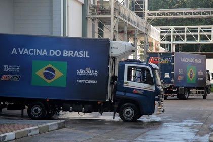 Un camión con dosis de la vacuna CoronaVac de Sinovac es visto en San Pablo, camino a varios hospitales -   REUTERS/Carla Carniel