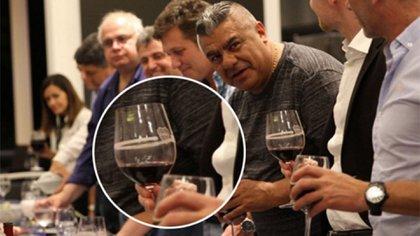 El escudo de Boca en la copa de vino, el detalle que generó polémica