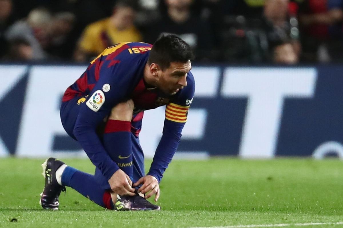 La imagen más embarazosa de Lionel Messi en el clásico entre Barcelona y Real Madrid: Tony Kroos le bajó los pantalones - Infobae
