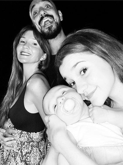 En diciembre pasado, Abel Pintos posteó una foto de la familia ensamblada (Instagram: @abelpintos)