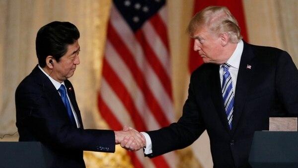 El presidente d elos eEUU, Donald Trump, con su par japonés, Shinzo Abe (Reuters)