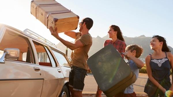 Irse de vacaciones con otras familias abarata los costos de alojamiento y del día a día (Getty)