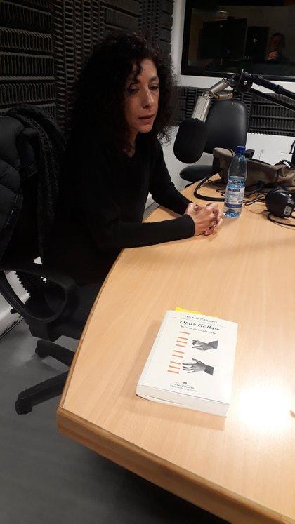 Leila Guerriero en los estudios de Radio Nacional