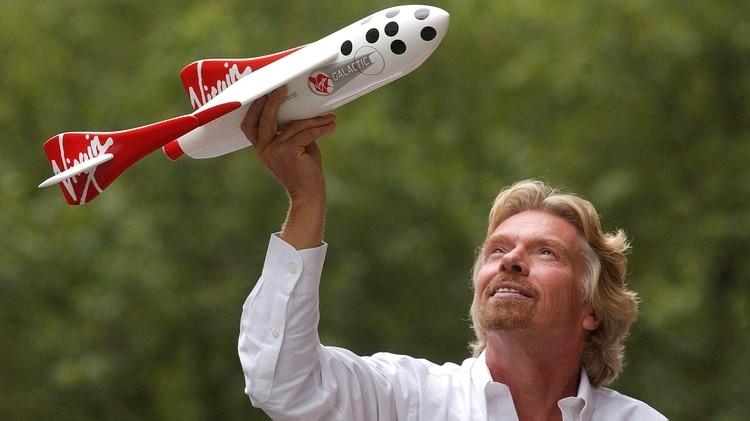 Branson en 2004, cuando anunció una inversión de USD 108 millones de dólares para desarrollar una nave espacial para ofrecer vuelos comerciales en 2007. A pesar de las demoras, la empresa asegura que los clientes que compraron un ticket no lo devolvieron (Foto: Andy Shaw/Bloomberg News)
