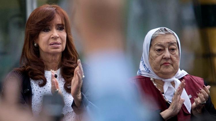 Cristina Kirchner y Hebe de Bonafini (NA)