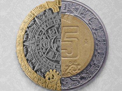 """En el anillo exterior de la moneda de cinco pesos aparecen dos """"serpientes de fuego"""" que son llamadas Xiuhcóatl (Foto:Tomada de Twitter @HSBC_MX)"""