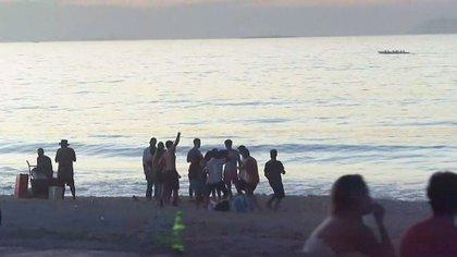 Grupos de personas en las playas de Río