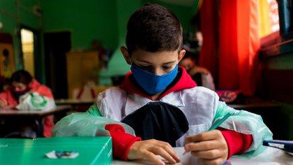 Desde el 22 de abril abrieron unas 900 escuelas rurales en zonas alejadas de la infección (AP)