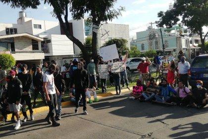 La Universidad de Guadalajara denunció que 10 de sus alumnos fueron apresados tras las manifestaciones (Foto: Twitter@ClickMKT2016)