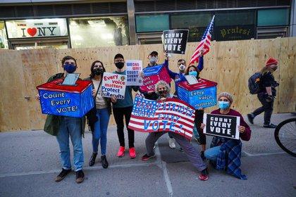 (4/11/2020) Manifestación celebrada en Nueva York en contra de las amenazas del presidente Donald Trump de interferir en los resultados de las presidenciales que dieron el triunfo a su rival demócrata, Joe Biden (POLITICA NORTEAMÉRICA ESTADOS UNIDOS INTERNACIONAL JOHN NACION / ZUMA PRESS / CONTACTOPHOTO)